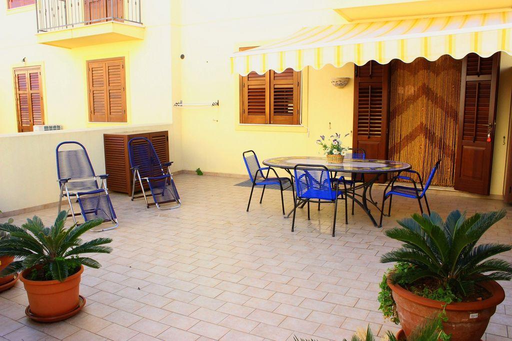 veranda esterna attrezzata